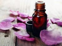 Óleo essencial com pétalas de flores